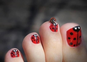 lady bug toes